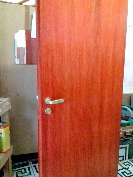 Porta acústica de madeira