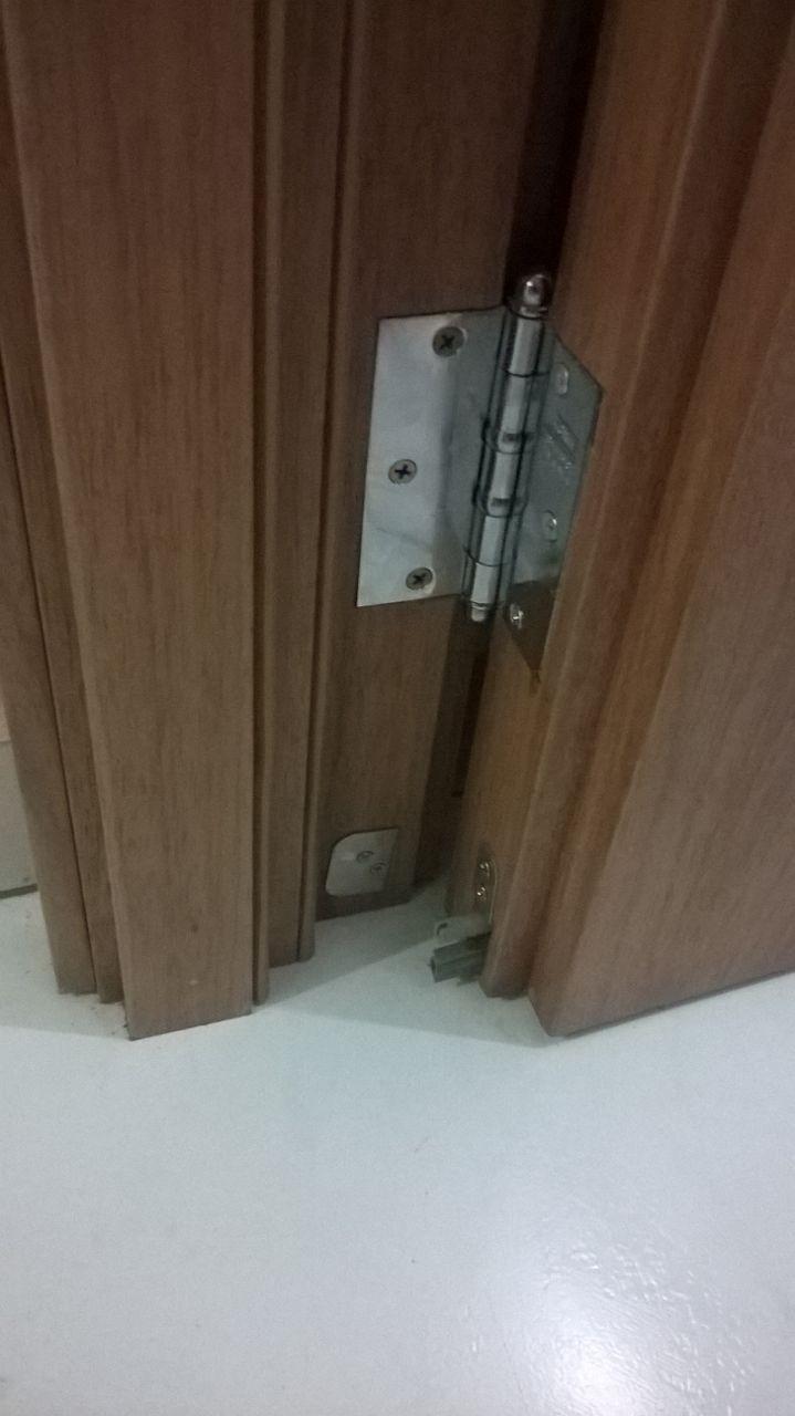 Porta de madeira maciça para área externa